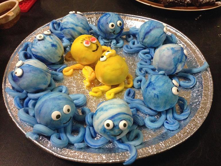 Lisa's Octopolis Cake_0452 - 2016-B cmp2